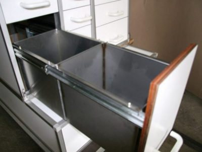 Aluminium panel divides drawer into 2 partitions